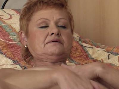 Alte Oma mit großer Pussy